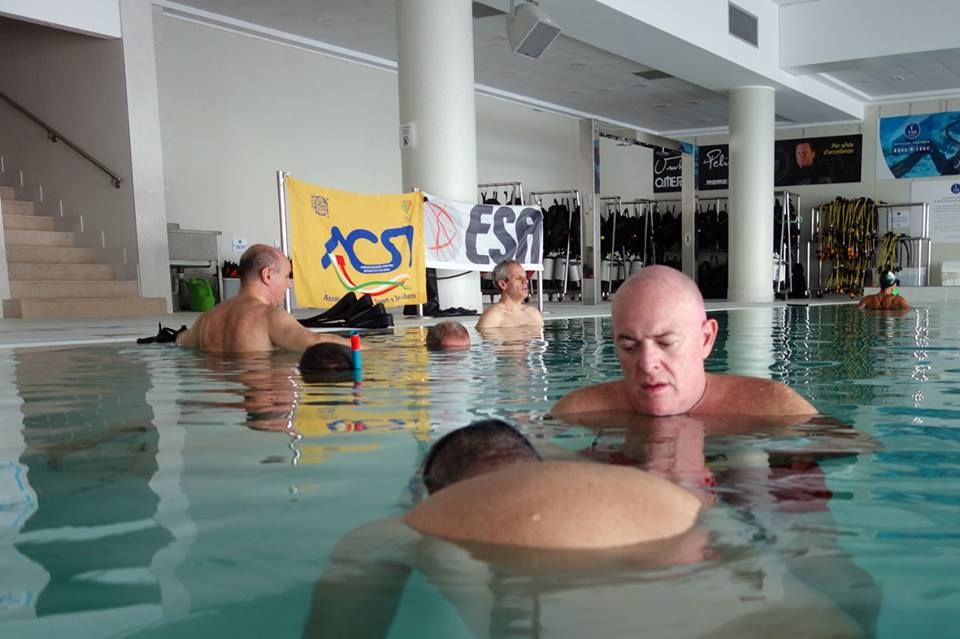 Apnea Statica nella piscina Y-40