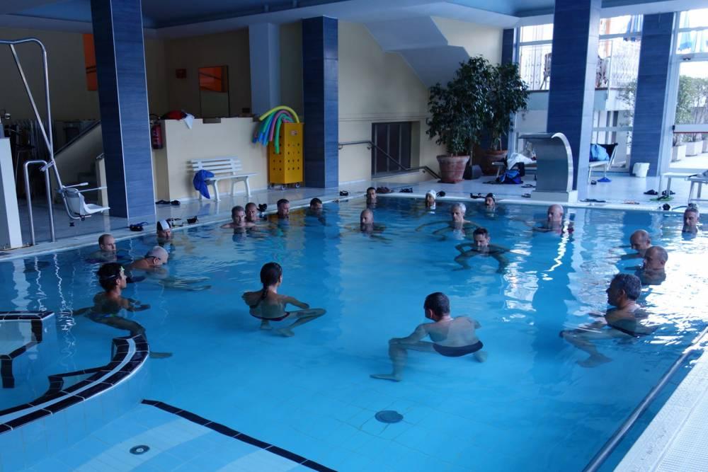Rilassamento e preparazione apnea statica in una piscina termale a Montegrotto presso l´hotel Millepini